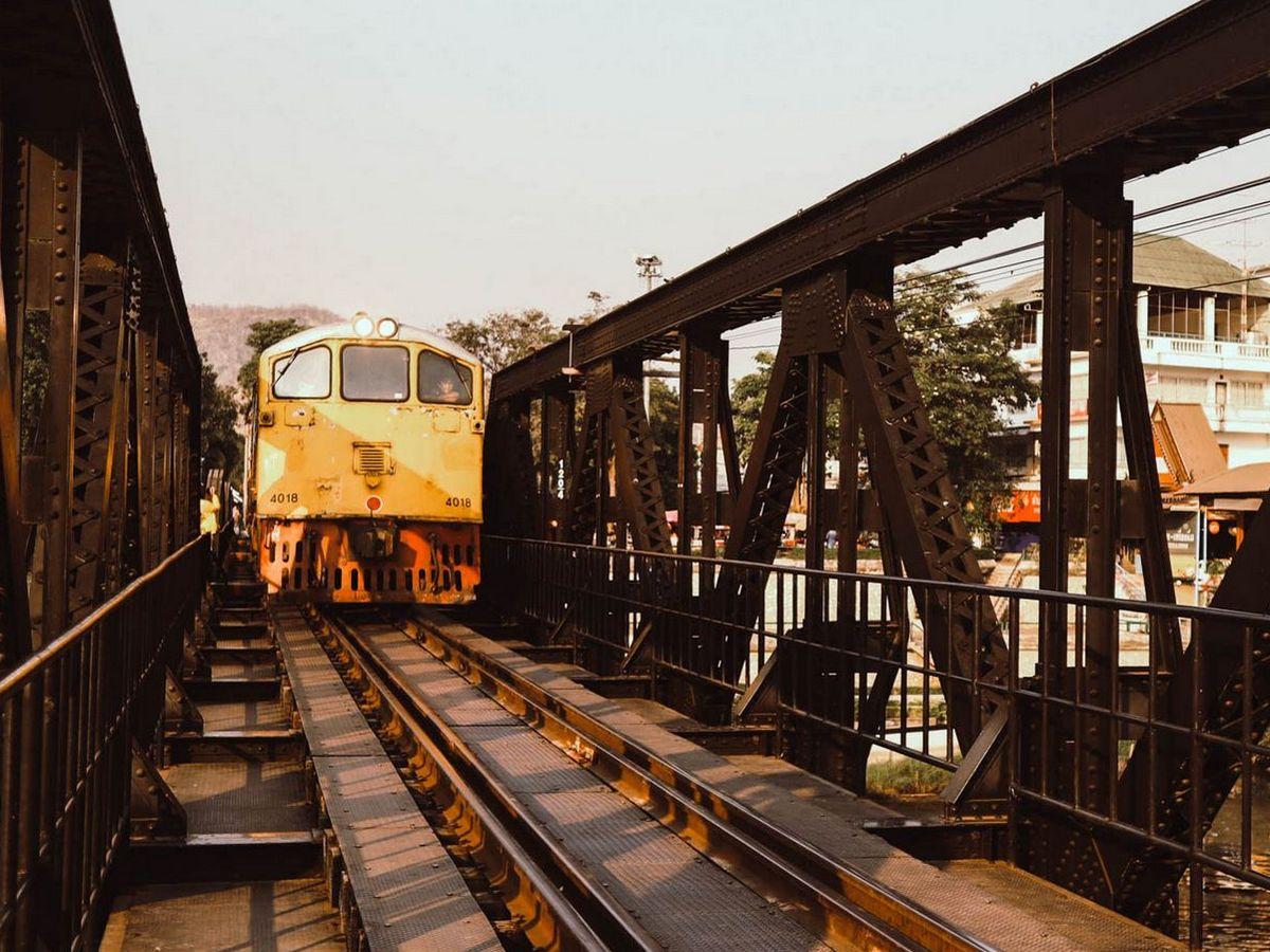 Train sur le pont de la rivière Kwaï